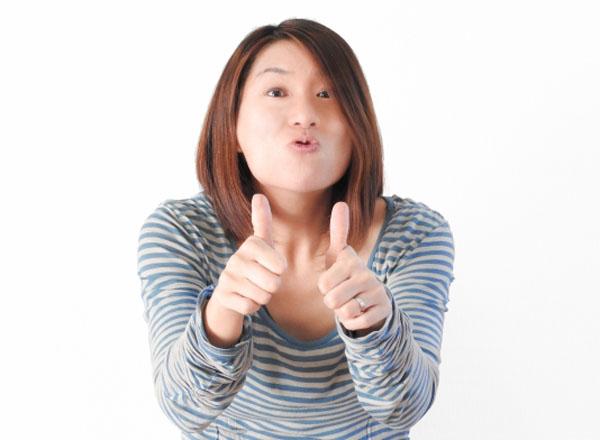 納得できる動画配信サービスをオススメする女性